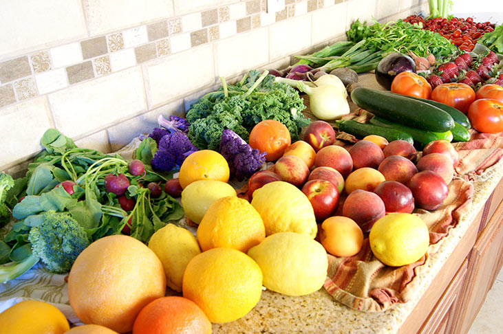 The Easiest and Best Way to Naturally Clean Vegetables and Fruits